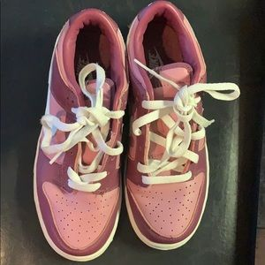 Really cute Nike pink sneakers..size 8..